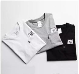 2019 gráfico engraçado camisetas RipNDip Senhor Nermal Bolso Camisetas Homens Gato Gráfico Imprimir Camisas Engraçadas de T Branco Preto Cinza Manga Curta de Algodão Tee Homens Streetwear YBF0914 desconto gráfico engraçado camisetas