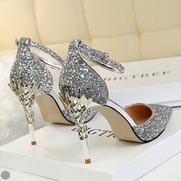 Sandali con tacco alto online-Sparkle Women Designer Shoes Scarpe da sposa comode sandali tacchi alti scarpe da sposa per la festa di nozze usura di promenade