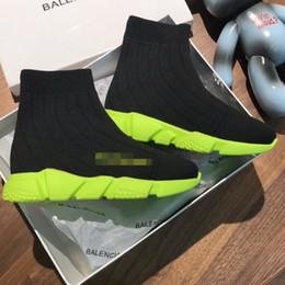 Scarpa al neon online-Scarpe da ragazzo per bambino Scarpe da ginnastica nere Scarpe come calzini Scarpe di design con suola verde neon Calzature per bambini Ragazzi e ragazze Calzature di alta qualità