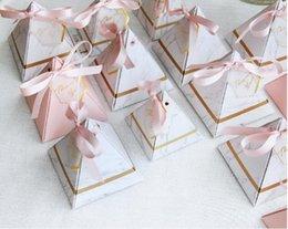 Argentina Nueva pirámide triangular estilo mármol caja de dulces favores de la boda fuentes del partido regalo cajas de chocolate con cinta GRACIAS mesa Suministro