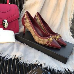 2019 le ragazze nozze scarpe avorio [Con scatola] 2019 Nuove scarpe da stilista da donna Scarpe con tacco alto Scarpe in pelle nera con punta a punta Scarpe eleganti Scarpe con tacco medio