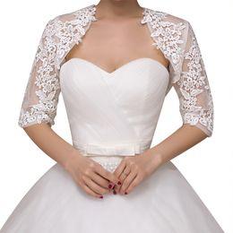 sciarpa bianca ricamata Sconti White Lace Jacket mezza manica pizzo ricamato giacca da sposa Spose damigelle pizzo dello scialle Faux Fur Scarf Stole