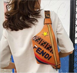 Sac à main en carton en Ligne-Hot vente F lettre Fanny sacs femme et homme taille sacs mode cross body bag argent téléphone portable Handy taille sac à main solide sac de voyage