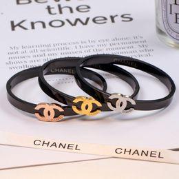 Canada Mode Femmes Noir Titane Acier Bracelet Designer Simple Lettre Sport Accessoires Bijoux Cadeaux De Fête Haute Grade Dame Bracelet Offre