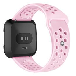 bracelet en silicone de 22 mm Promotion Boucles de trou de maille Sport Watch Band Bracelet en silicone souple Bracelet de remplacement Bracelet compatible pour Fitbit Versa 22mm
