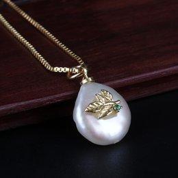 2019 jóias da pérola da colar da moeda Minúsculo folha charme moeda natural de água doce pérola pérola jóias da cadeia de ouro pingente de colar gargantilha para as mulheres jóias diárias jóias da pérola da colar da moeda barato