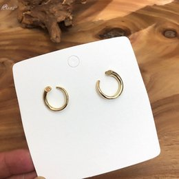 2019 accessori dell'orecchio della corea Orecchino in metallo geometrico AOMU Corea per le ragazze delle donne Orecchini semplici con orecchini a bottone Dichiarazione Gioielli con accessori moda