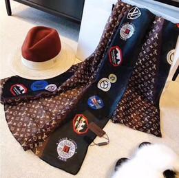 Etichette di seta online-Sciarpa di marca di lusso in seta per le donne 2018 estate nuovo stile etichetta del progettista sciarpe lunghe avvolgere con tag 180x90 cm scialli sciarpe S446