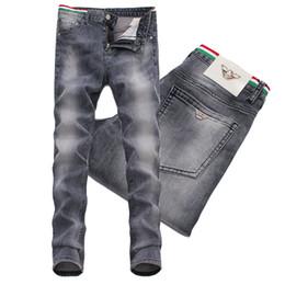 70e463c8f5 jungen jeans stickerei Rabatt Männer Jeans Bleistift Hosen Stickerei  Patches Beiläufige Dünne Bein Jungen Männlichen Yong