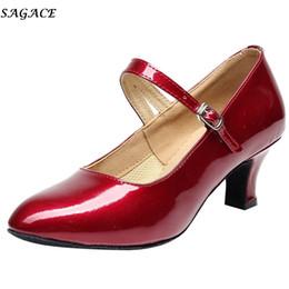 Zapatos de vestir de diseño Sagace Mujeres Tacones altos Cabeza redonda Zapato Moda Sólido Omen Toe Tango Rumba Salón de baile Baile de fiesta Brillante # 35 desde fabricantes
