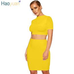 vente en gros deux pièces ensemble femmes crop top et mini jupe costume noir rouge blanc jaune été club tenue sexy vêtements correspondant à des ensembles ? partir de fabricateur