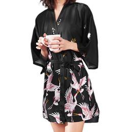 kronen für bräute Rabatt Frauen Imitation Silk Kimono Short Bademantel Braut Brautjungfer Mandschurenkranich Printing Nightgown Belted Hochzeit Nachtwäsche