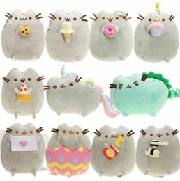 muñecos de peluche de juguete ángeles Rebajas Pusheen gato muñeca de la felpa de 17 cm del gato del ángel galleta de la torta del helado de huevo pizza dona Rainbow Sushi dinosaurio gato felpa relleno muñeca Mejor Gi