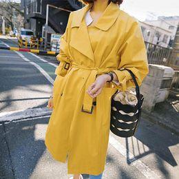 2019 casaco trincheira amarelo 2018 Fall Primavera Yellow Windbreaker mulheres de Moda de Nova amarelo Trench Estudantes Brasão longo menina Casual Trincheiras Exteriores Sobretudo desconto casaco trincheira amarelo
