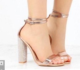 Sapatas douradas do diamante on-line-Novo estilo 34-43 tamanho grande Sexy Diamante de Água Dourada de Salto Grosso sandálias de Salto Alto Night club vestido de festa dança do estágio Sapatos 2 cor