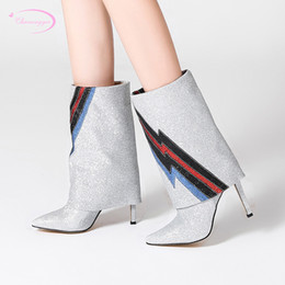Botas estilo glitter online-Estilo de calle europeo sexy punta estrecha botas de media pantorrilla moda lentejuelas purpurina que combinan con el color del tacón alto botas de montar de las mujeres
