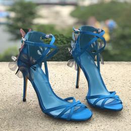 Saltos de vestido de cetim amarelo on-line-Azul amarelo mulheres cetim borboleta sandálias sapatos finos senhoras de salto alto moda de casamento bowtie sandálias sapatos de vestido cruz sapatos de verão criss