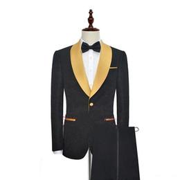 2019 abito da sposa in tuxedo nero Nero con scialle in oro bavero un pulsante moda uomo smoking per prom indossare abito da sera festa di nozze (giacca + pantaloni) su ordine abito da sposa in tuxedo nero economici