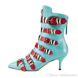 Avvitare l'indumento della caviglia posteriore online-Stivaletti in pelle di serpente pelle nera autunno Donna scarpe a punta serpente fibbia scarpe tacco alto Femme cerniera posteriore passerella Martin stivali donna Zapatos