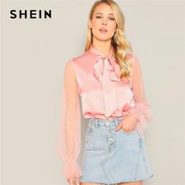 2019 pajarita de cuello rosa SHEIN Pink Elegante Perla Sólida Con Cuentas Sheer Mesh Sleeve Bow Tie Neck Top Blusa 2019 Spring Flounce Sleeve Workwear Mujeres Tops rebajas pajarita de cuello rosa