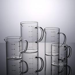 2019 лабораторные стаканы New Food Grade боросиликатного стекла Измерение Чашки Горшок чайник Кухонные принадлежности с крышкой молока Мерный стакан молока Clear Glass Cook Scale