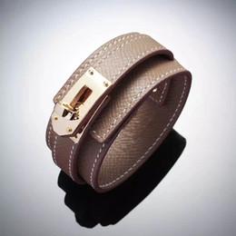 2019 pulseras de cuero id Diseñador de lujo joyería pulseras de las mujeres pulsera de cuero de titanio botón redondo ancho señoras pulsera de cuero pulsera h pulseras de cuero id baratos