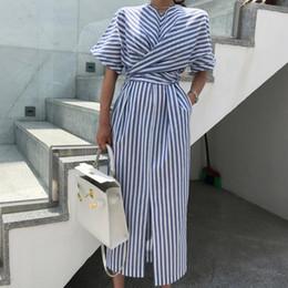 2019 vestidos ajustados de rayas de talla grande Mujeres coreanas de verano de algodón azul a rayas vendaje dividir vestido largo largo Bodycon más tamaño vestido Robe Femme Ete Sukienki rebajas vestidos ajustados de rayas de talla grande