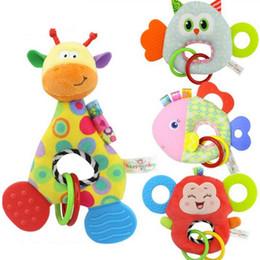 bambole decorative all'ingrosso Sconti Bebê Infantil Animal Dos Desenhos Animados Girafa Pega Peixe Chocalhos Boneca de Pelúcia Macia Brinquedos Mordedor Segurança Cuidados Com Os