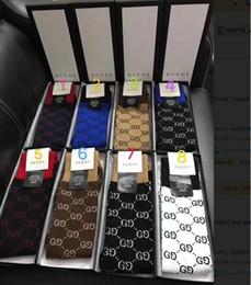 2019 el más nuevo g gc F caja logo Carta impresión moda tubo largo rodilla calcetines medias de punto de algodón calcetines 5 color 1 pares en una caja de regalo desde fabricantes