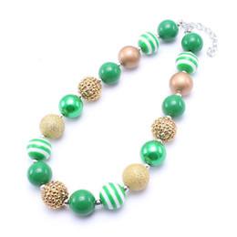 2019 weihnachtsbubblegum perlen Grün + Gold Farbe Kid klumpige Halsketten-Kleinkind-Mädchen Weihnachten Bubblegum-Korn-klumpige Halsketten-Schmuck-Geschenk für Kinder günstig weihnachtsbubblegum perlen