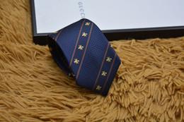 2019 schlanke krawatte schwarz Mens Ties Marke Man Mode Kleine Biene Krawatten Hombre Gravata Slim Tie Klassische Business Hochzeit Bankett Casual schwarze Krawatte für Männer günstig schlanke krawatte schwarz