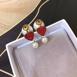 Moda Tasarımcısı Takı Üst Pirinç Küpe Zarif Inci Kırmızı Elmas Kalp Charm Kadınlar Için Bırak Küpe Çiviler Tek Küpe Doğum Günü H ... supplier single studs nereden tek saplamalar tedarikçiler