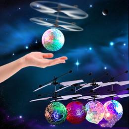 2020 flash led infrarrojo 2017 Venta caliente Led juguete RC Helicóptero RC bola voladora juguetes voladores RC Infrarrojo Bola de inducción con luz intermitente Juguetes coloridos para niños flash led infrarrojo baratos