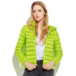 Chaquetas de plumas moradas online-Mujeres verde / rojo / rosa / púrpura Ultra Light Down Jacket 100% White Duck Down Abrigo de dama abrigos naranja rojo blanco azul negro negro Chaquetas