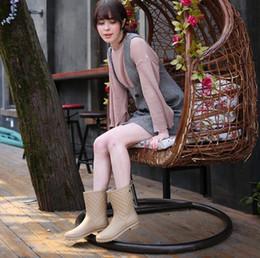 2019 zapatos de algodón VENTA CALIENTE Botas impermeables antideslizantes para lluvia, botas de tubo para mujer, calza y algodón, más tamaño 36-41 zapatos de algodón baratos