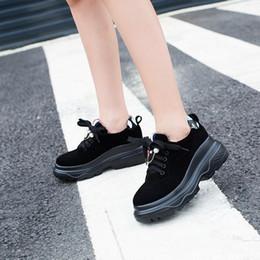 2019 petites chaussures 32 2019 printemps nouvelles chaussures de sport coréenne occasionnels chaussures plates de petite taille 32 grande taille 41-43 chaussures de fond épais étudiant petites chaussures 32 pas cher