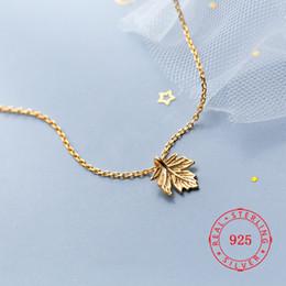 Disegni di foglie di catene d'oro online-gioielli in oro placcato catena in argento sterling 925 ciondolo collane fatte a mano foglia d'acero ciondolo gioielli in argento alla moda design semplice jewellry