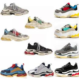 Chaussures de course vintage en Ligne-BL Triple S Baskets Originals 17FW Hommes Femmes Chaussures de course Gris Noir Blanc Rose Vintage Kanye West Vieux Papy Formateur Baskets
