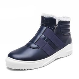 Botas de piel azul online-Hombres de invierno Botas de nieve Botas de esquí de moda para hombres con pieles Zapatos casuales Botas al aire libre con tobillo azul Zapatillas sin cordones Zapatillas de deporte casuales