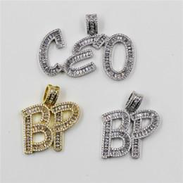 2019 ciondoli iniziali Nuovo stile personalizzato lettera nome collana pendente Iced Out Baguette iniziali lettere collana di fascino per le donne degli uomini ciondoli iniziali economici
