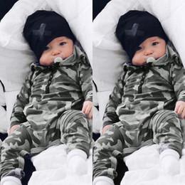2019 ropa de camuflaje para bebés. De alta calidad de los niños del bebé del mameluco de ropa de diseño de manga larga con capucha camuflaje impresión del mono de algodón 100% mamelucos del bebé 0-2T rebajas ropa de camuflaje para bebés.
