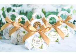 Caja de dulces día dulce online-100PCS Sweet Day wedding Candy Box con cajas de embalaje de dulces de cinta recuerdos de boda Baby Shower Favores y regalos de fiesta de cumpleaños