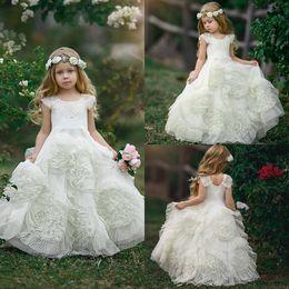 2019 land kinder kleid Fee Weiße Blume Mädchen Kleider Rüschen Bodenlangen Prinzessin Country Kids Prom Abendkleider Erstkommunion Kleider Für Hochzeitsfeier rabatt land kinder kleid