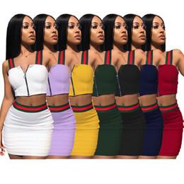 Vestido a rayas de dos piezas de la marca Trajes de mujer Chaleco sin mangas con cremallera Short Crop Top Mini Conjunto de falda Púrpura Azul Verde Amarillo Blanco Negro Rojo desde fabricantes
