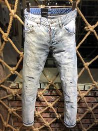 Мужские джинсы онлайн-2019 мода Италия бренд рок байкер джинсы мужчины разорвал джинсовые разрывы D2 брюки тощие мужские джинсы для мужчин дешевые брюки Ruched мальчик джинсы pp