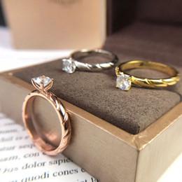оптовые ювелирные изделия из алабамы Скидка Роскошный дизайнер ювелирных женщин Три каменных кольца Новая модель 2019 поступит в продажу Алмазные кольца Драгоценные аксессуары моды