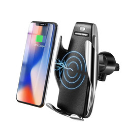 Телефон беспроводное зарядное устройство автомобиля онлайн-Automatic Clamping Car Wireless Charger 10W Quick Charge for smartphones Huawei P30 Pro Qi Infrared Sensor Phone Holder