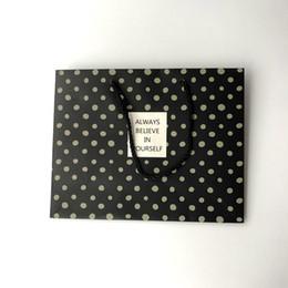 Ручной плоский роскошный стиль черный белый бумажный мешок с печатью для ювелирной упаковки подарков с ручкой от