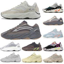 2019 marca de zapatos oscuros resplandor Wave Runner Kanye West 3M estática Resplandor en la línea Dark Reflective Nuevas zapatillas de moda Diseñador Atletismo Moda Zapatillas de deporte de la marca Entrenadores de lujo marca de zapatos oscuros resplandor baratos