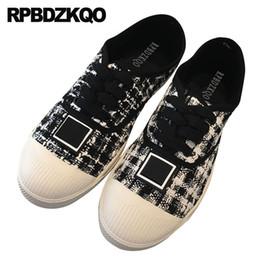 Pisos negros chinos online-Lace up flats diseñador casual último chino negro ancho ajuste zapatos damas blanco guinga punta redonda mujeres cómodo paño a cuadros
